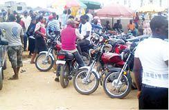 Lagos cop smashes motorcyclist's head with gun